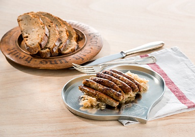 Grilled Nuremberg sausages with franconian sauerkraut and crusty dark bread